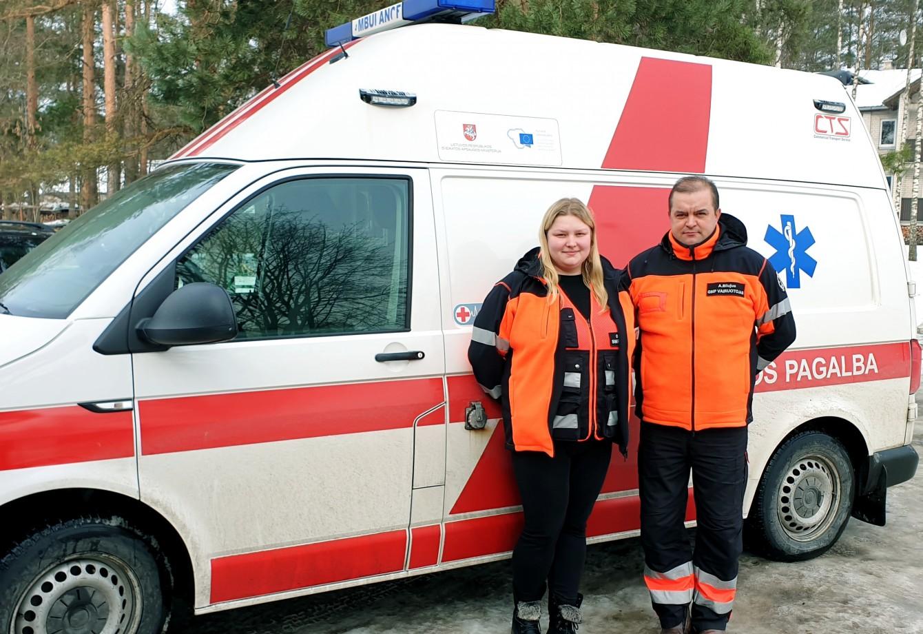 VšĮ Varėnos pirminės sveikatos priežiūros centro greitosios medicinos pagalbos skyriaus darbuotojams gimdymą teko priimti automobilyje